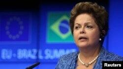 Presiden Brazil, Dilma Rousseff mengesahkan UU untuk melindungi privasi online, Rabu 23/4 (foto: dok).