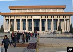 座落在天安门广场上的毛主席纪念堂