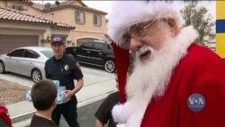 В Лас-Вегасі пожежники влаштували повне подарунків Різдво для родини, яка нещодавно втратила все у вогні. Відео
