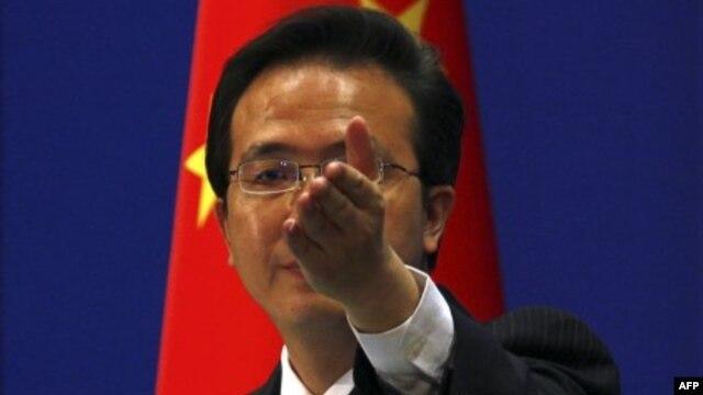 Phát ngôn nhân Bộ Ngoại giao Trung Quốc, Hồng Lỗi, ngày 20/3 tuyên bố 'Chúng tôi hy vọng Mỹ sẽ tôn trọng nghiêm ngặt cam kết không đứng về bên nào trong các tranh chấp chủ quyền lãnh thổ.'