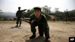 កងទ័ពឯករាជ្យ Kachin ដែលជាក្រុមប្រដាប់អាវុធជនជាតិភាគតិចដ៏ធំមួយកំពុងហាត់ហ្វឹកហ្វឺននៅជំរំ Laizaក្នុងប្រទេសភូមា ថ្ងៃទី១៧ មេសា ឆ្នាំ២០១០។