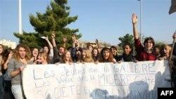 Francezët vazhdojnë grevat anti-qeveritare