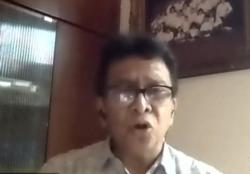 Ketua Komnas KIPI Prof Hindra dalam telekonferensi pers di Jakarta, Minggu (4/4) mengingatkan masyarakat untuk tetap dalam keadaan tenang saat divaksin COVID-19. (Foto: Tangkapan layar)