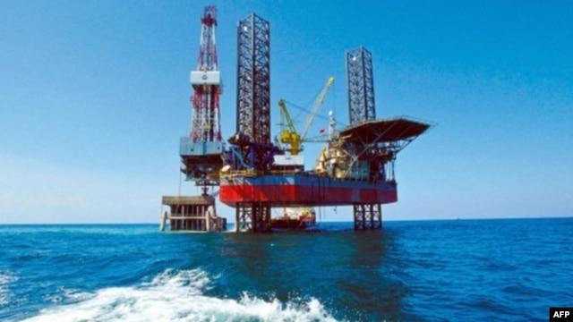 Giàn khoan dầu của Tổng công ty dầu khí ngoài khơi quốc gia Trung Quốc (CNOOC) ở biển Bột Hải, 3/2/2005