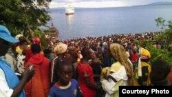 Des réfugiés burundais près du lac Tanganyika, au village de Kagunga, après avoir fui les violences politiques en cours. (IRC)