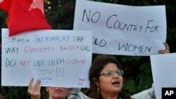 غیرت کے نام پر سوشل میڈیا ایکٹیوسٹ اور ماڈل قندیل بلوچ کے قتل کے خلاف سول سوسائٹی کا مظاہر۔ فائل فوٹو