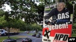 Một poster bầu cử của đảng cực hữu tân Quốc Xã NPD ở Berlin, Đức, Thứ Tư, 17/8/2011