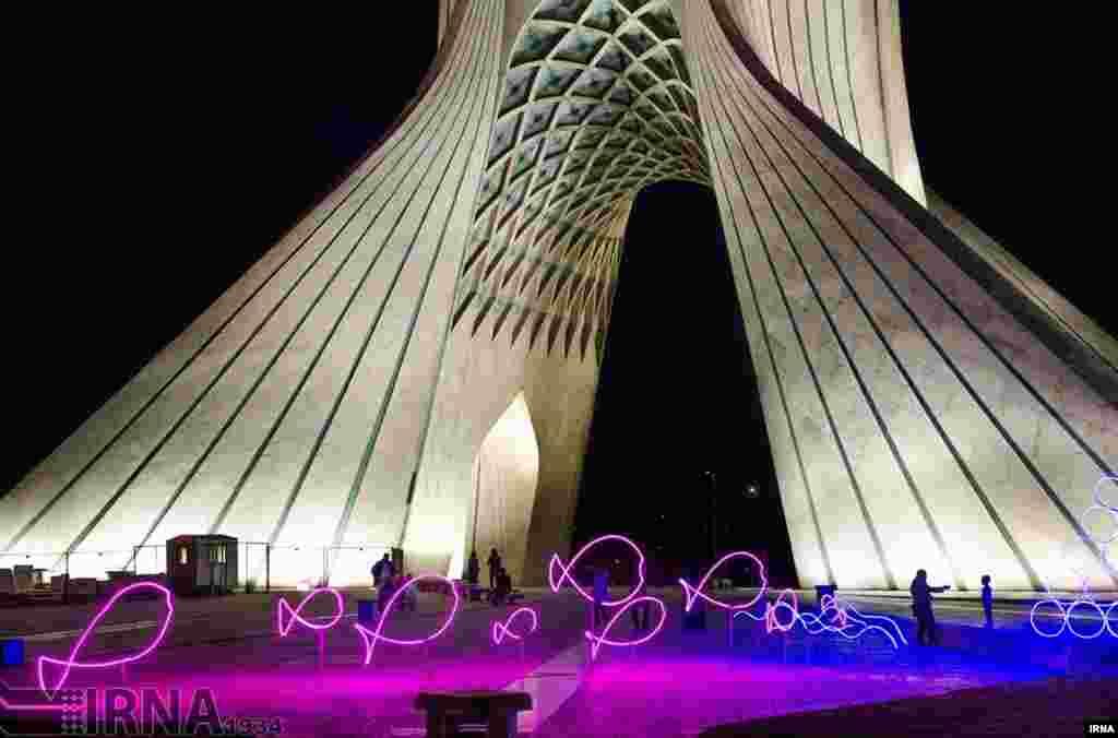 برج آزادی نماد شهر تهران که در سال ۱۳۴۹ توسط حسین امانت معمار ایرانی ساخته شد. عکس: مرضیه حیدرزاده