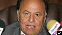 Shugaban Yemen Abdu Rabu Mansour Hadi, shi da gwamnatinsa na Saudiya