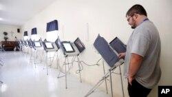 یکتن از رای دهندگان ایالت میسیسی پی حین رای دهی
