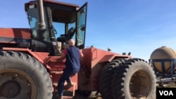 Rodney Grisier maneja una granja en Yates Center, Kansas. (C. Presutti/VOA).