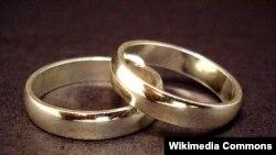 Menurut penelitian, hampir separuh pernikahan pertama di AS berakhir dalam 20 tahun (foto: ilustrasi).