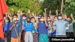 မတရားဖမ္းအက်ဥ္းခ်ခံထားရသူမ်ားအားလုံး ခ်က္ခ်င္းလႊတ္ေပးေရးအတြက္ ညေန ၄ နာရီမွာ မုံ႐ြာပင္မသပိတ္စစ္ေၾကာင္း ခ်ီတက္ဆႏၵထုတ္ေဖာ္ (Blue Shirt Campaign) ဓါတ္ပုံမွတ္တမ္း း း Kaung Thar