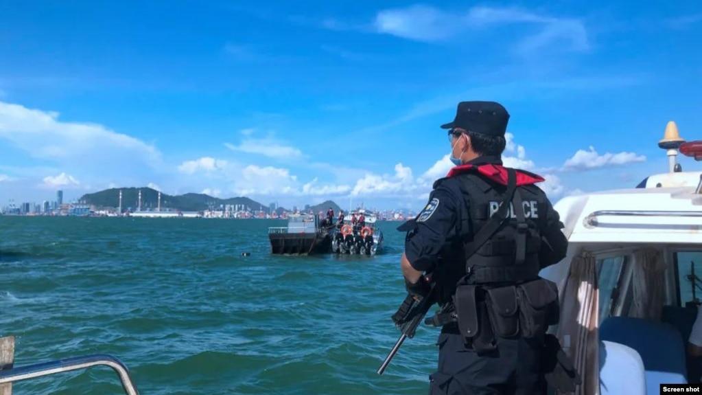 深圳警方海上巡逻-深圳市公安局网站截屏 Shenzhen Police patrolling on the sea (screen shot from Shenzhen PSB website )