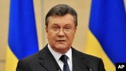 Viktor Yanukovich, Ukrainaning fevral oxirida hokimiyatdan ag'darilgan prezidenti matbuotga bayonot beryapti, Rostov-Don, 11-mart, 2014-yil