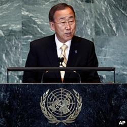 លោក បាន គីមូន (Ban Ki-moon) អគ្គលេខាធិការអ.ស.ប ថ្លែងបើកមហាសន្និបាតសហប្រជាជាតិលើកទី៦៦ នៅទីស្នាក់ការអ.ស.ប.ក្នុងទីក្រុងញូវយ៉កកាលពីថ្ងៃទី២១ខែកញ្ញាឆ្នាំ២០១១។