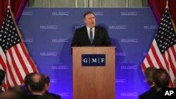 El secretario de Estado de EE. UU., Mike Pompeo, asiste a una reunión de dos días de ministros de Relaciones Exteriores de la OTAN que comenzó el martes 4 de diciembre de 2018.