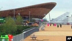 Pembangunan stadion dan fasilitas Olimpiade di London menghasilkan keuntungan bagi perusahaan-perusahaan konstruksi Inggris miliaran dolar (foto: dok).