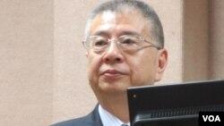 过去杨念祖担任台湾国防部副部长的时候在立法院接受质询 (美国之音张永泰拍摄)