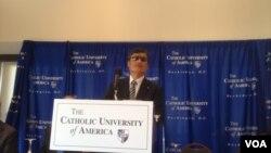 Nhà hoạt động khiếm thị Trần Quang Thành công tác với đại học Công giáo Catholic University of America, Viện Witherspoon và Quỹ Lantos