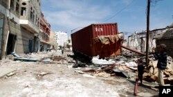Algunas de las víctimas del atentado eran policías que regresaban al trabajo por primera vez, después de que el mes pasado recuperaran el control de la ciudad portuaria.