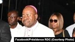 Mgr Gérard Mulumba pembeni ya Jean Marc Kabund wa UDPS o'boso ya sandu ya nkondo Etienne Tshisekedi na libanda ya mpepo ya N'Djili, Kinshasa, le 30 mai 2019.