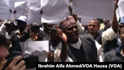 Mutane a wurin zanga-zangar kira ga gwamnati da ta kubuto da mata 'yan makaranta da aka sace a Chibok, a Maiduguri, alhamis 22, ga Mayu 2014.