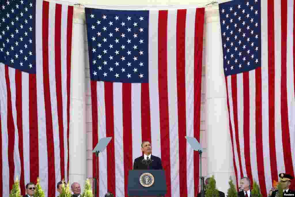 Tổng thống Mỹ Barack Obama phát biểu trong một buổi lễ nhân Ngày Cựu chiến binh tại Nghĩa trang Quốc gia Arlington gần thủ đô Washington, Mỹ.