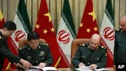 中国国防部长常万全和伊朗国防部长侯赛因·达赫甘在德黑兰签署协议(2016年11月14日)