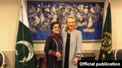 امریکی معاون نائب وزیر خارجہ ایلس ویلز پاکستان کی خارجہ سیکٹری تہمینہ جنجوعہ کے ساتھ۔ فائل فوٹو