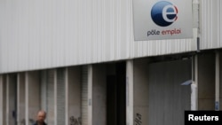 지난 27일 프랑스 파리의 구직지원사무소. 유로존 실업률이 5개월 연속 사상 최고치를 기록했다.