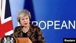 Bà Theresa May đang gặp khó khăn tại EU
