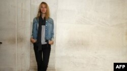 Người mẫu Sara Ziff bắt đầu sự nghiệp ở tuổi 14, tạo ra 'Liên minh Người mẫu' để, cải thiện điều kiện làm việc của các người mẫu và bảo vệ họ chống lại hành động bóc lột, chống vi phạm luật lao động và xâm hại tính dục