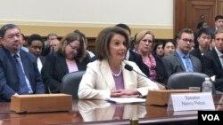 2019年6月4日,美国众议院议长佩洛西(House Speaker Nancy Pelosi, D-CA)出席天安门事件30周年听证会。(美国之音记者李逸华拍摄)