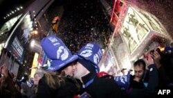 Нью-Йорк встречает Новый год. Таймс-Сквэр. 1 января 2012 г.