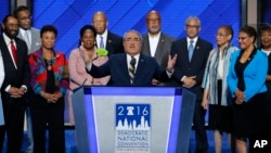 Los líderes afroestadounidense en el Congreso critican duramente al candidato republicano Donald Trump.