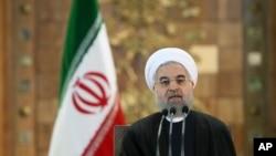 2016年1月17日伊朗总统哈桑·鲁哈尼在德黑兰新闻发布会上就美国对其弹道导弹计划新的制裁发表讲话。