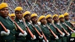 Військовий парад під час інавгурації нового президента Зімбабве