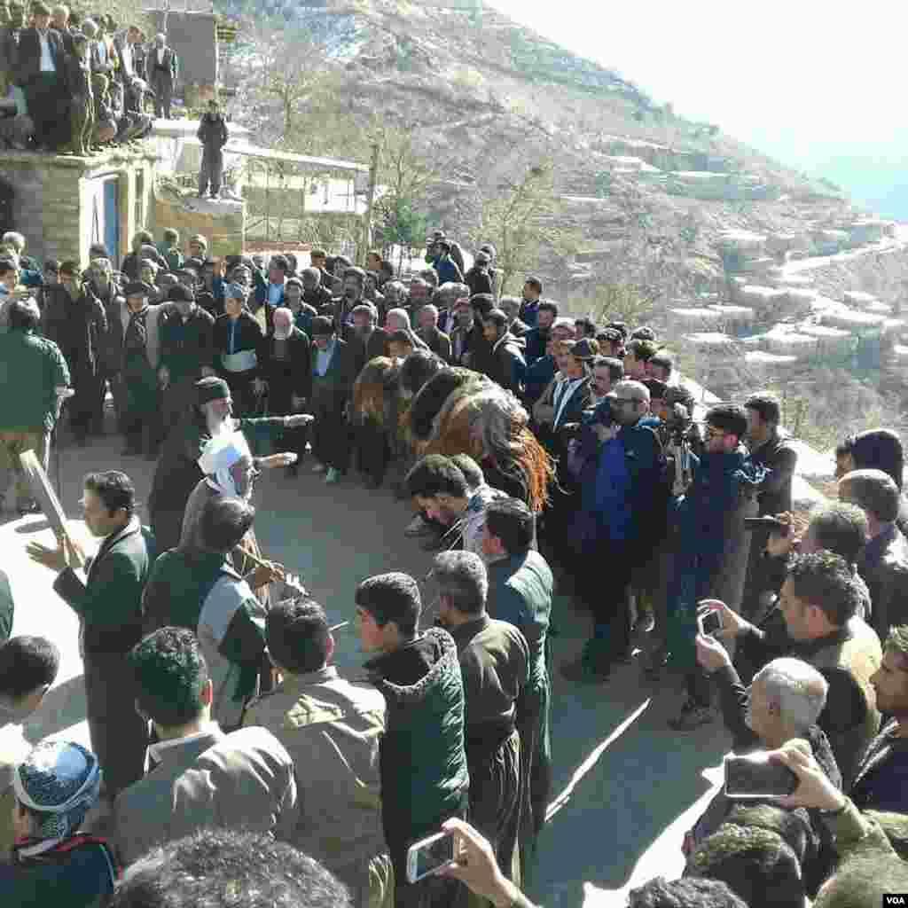 از عكسهاى روز/ مراسم پیر شالیار در اورامان تخت کردستان عکس: پدرام (ارسالی شما)