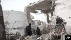 Chiến binh của phe nổi dậy tại khu phố Karm al-Jebel ở Aleppo