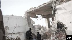 시리아 알레포에서 정부군과 교전을 벌이는 반군들(자료사진)