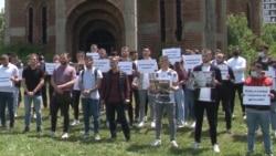 Protest studenata pred pravoslavnom crkvom u Prištini