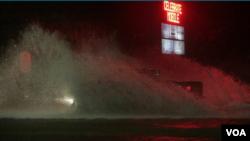 Oluja Nejt rano jutro udarila u kopno u mestu Biloksi, Misisipi.