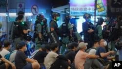 Поліція затримує протестувальників у Гонконзі