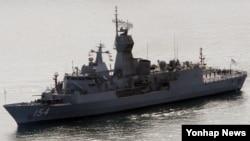 호주 해군의 호위함인 파라마타함(FFH 154·3천800t급)이 27일 부산항에 입항하고 있다.