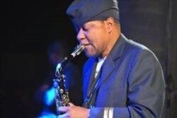 O meu segredo é a persistência e coerência, afirma o saxofonista moçambicano Otis - 17:56