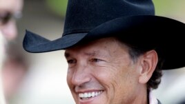 Country music singer George Strait. (Sept. 2009 file photo)