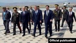 Milli Savunma Bakanı Hulusi Akar 7. Azerbaycan-Gürcistan–Türkiye Savunma Bakanları Toplantısı'na katılmak üzere gittiği Azerbaycan'da gazetecilere değerlendirmelerde bulundu