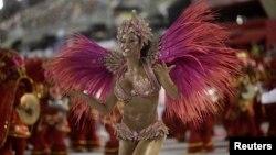 Các vũ công với những điệu nhảy sôi động tại lễ hội Carnival ở Brazil.