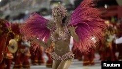 Rainha da bateria Gracyanne Barbosa da escola Jacarezinho. Carnaval do Rio 2013